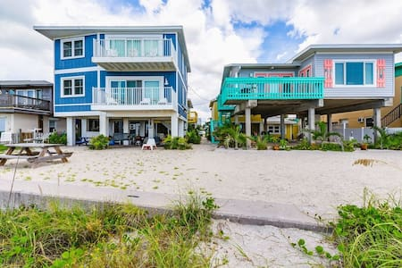 ⭐BUNGALOW ON A PRIVATE BEACH ⭐⭐ DISCOUNTED RATES⭐IN CLEARWATER -BELLEAIR BEACH