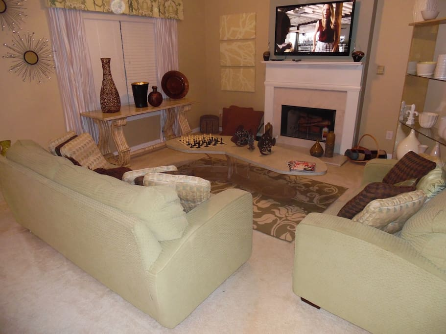 family room w fire place