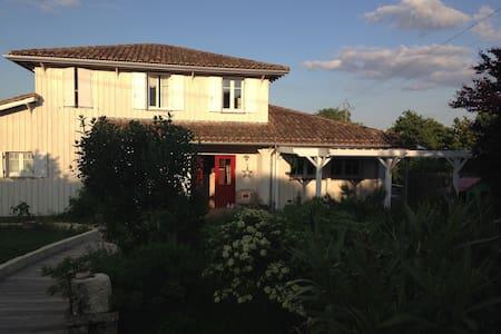 Maison de famille - Construction bois écologique - Rauzan - Γήινο σπίτι