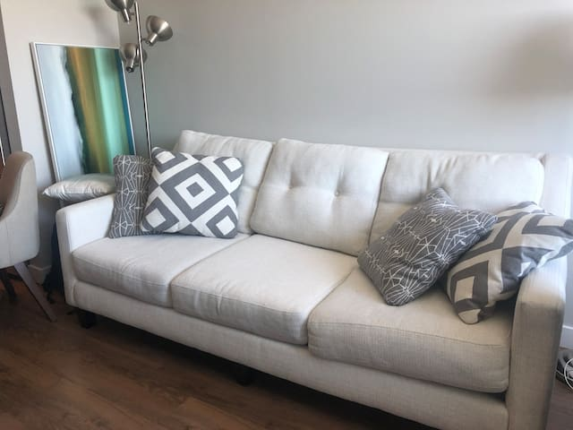 Seaport Luxury One Bedroom Apt Near Downtown&BCEC