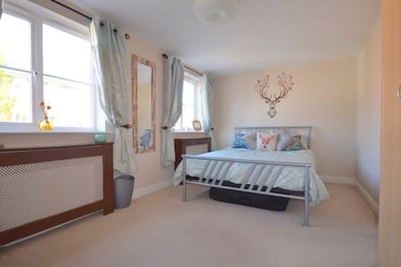 Double room in Accessible Townhouse - House