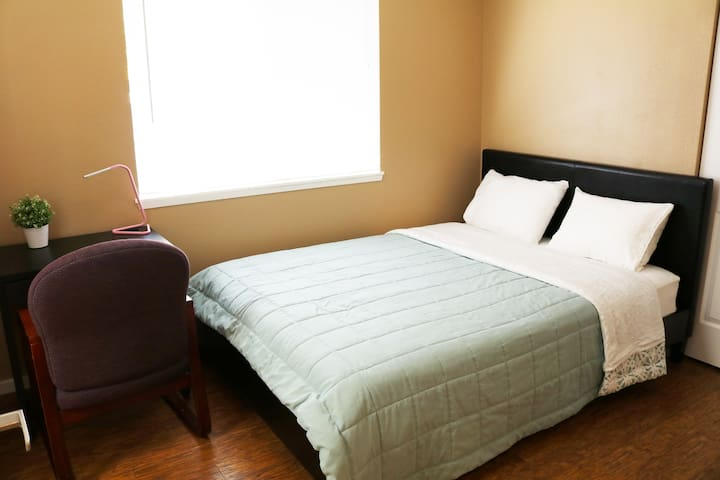 Quite, clean and comfortable room :::