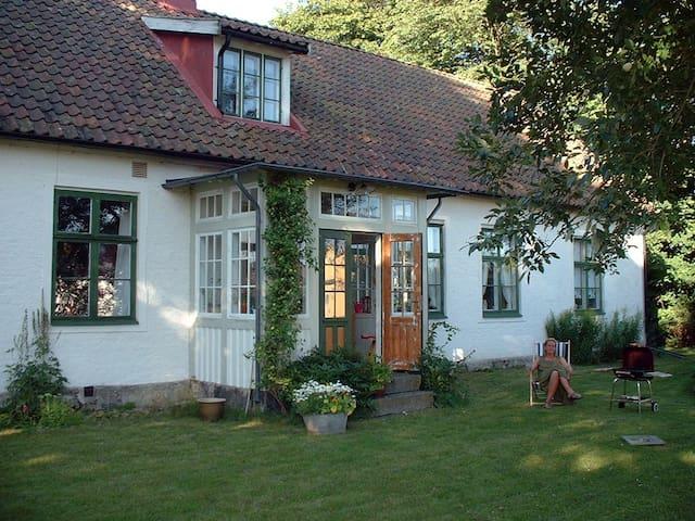 Charmigt dubbelrum i 1800-tals hus. - Ålstorp - 獨棟