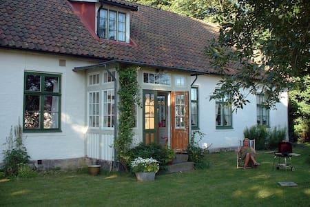 Charmigt dubbelrum i 1800-tals hus. - Ålstorp - Hus