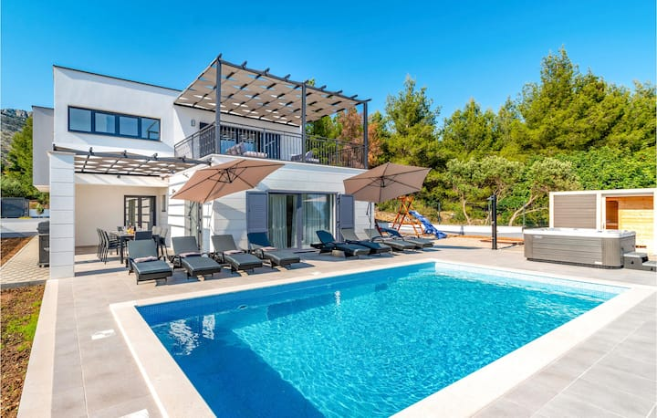 Beautiful home in Orebic with Outdoor swimming pool, Heated swimming pool and 4 Bedrooms