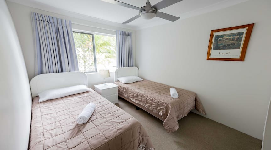 Ocean Front Holiday Apartment for Rent - Burleigh Heads - Apartment