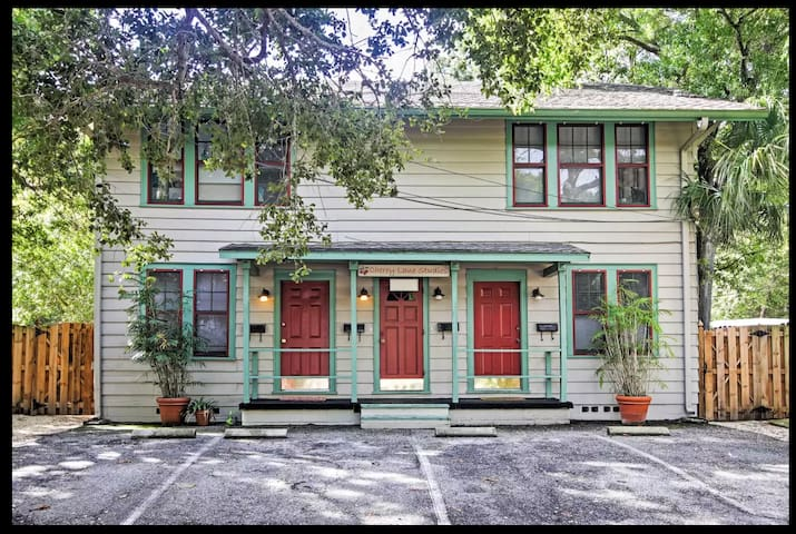 Cherry Lane studio Apt. - Historic Sarasota, FL
