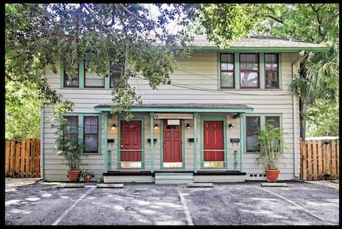 Cherry Lane studio Apt. - Historic Sarasota, FL