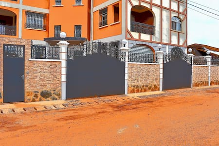RESIDENCE VICYMA BAFOUSSAM: 2P TOUT CONFOR