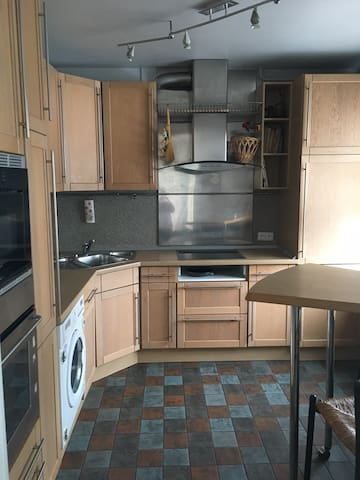Cozy 3 bedroom apartment for long or short stays