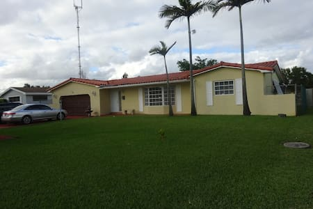 Miami Gardens Gated Community close to the beaches - Μαϊάμι