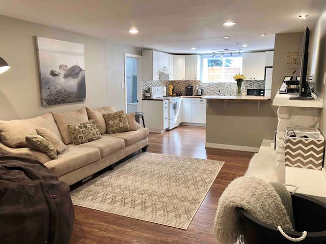 Stay Close to Everything,Bright Open Concept Suite