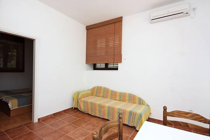 One bedroom apartment near beach Pomena, Mljet (A-4918-b) - Pomena - Apartamento