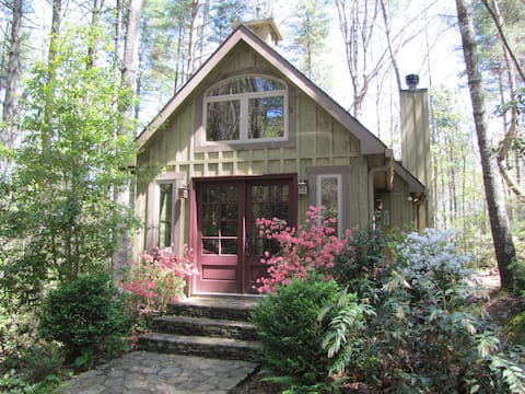 Cute cabin, close to many outdoor activities.