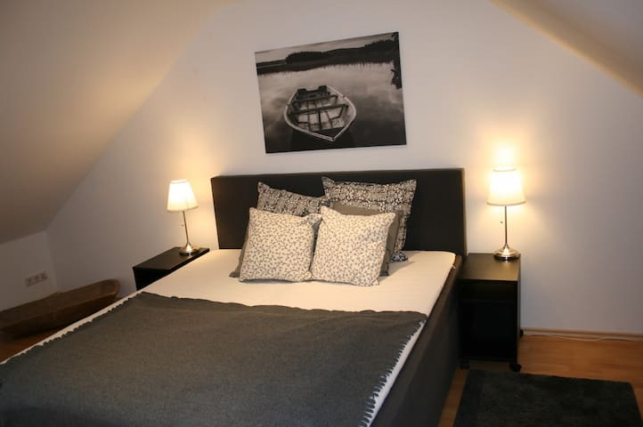 C6: 2BR LUXURY SUITE WALK TO TRADE SHOW DUSSELDORF