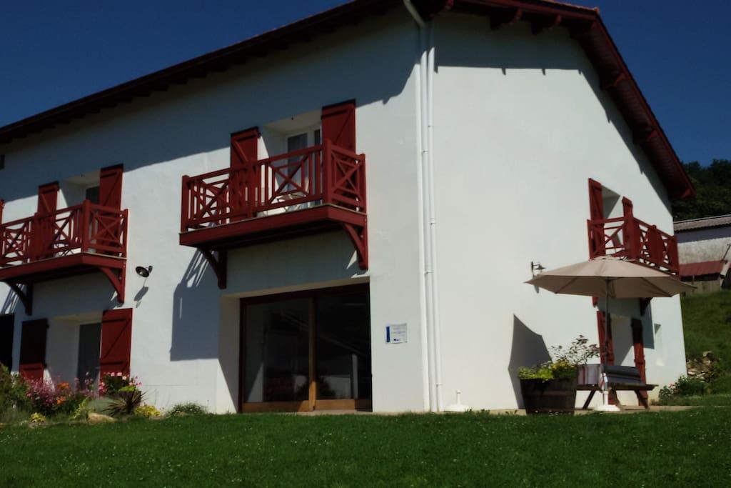 Chambres d'hôtes Ondicola au Pays Basque, à Macaye, près de Saint Jean Pied de Port, Itxassou, Cambo Les Bains, Espelette, Saint Jean De Luz, Biarritz, Bayonne