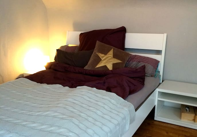 Cheerful little, bright, quiet attic apartment - Leutenbach - Apartmen