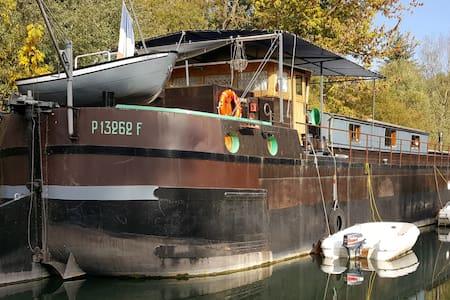 Séjour atypique sur une péniche près de Paris - Poissy - 船