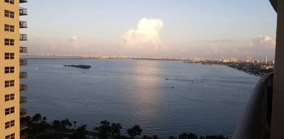 Luxury Apt with Ocean view & Free Parking.