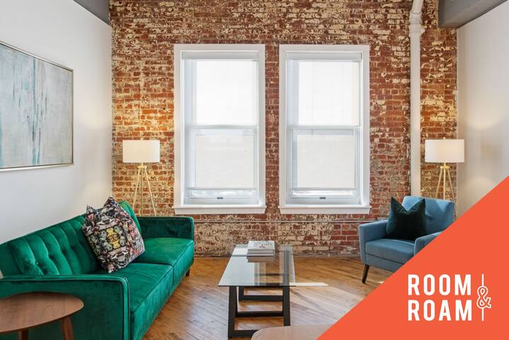 Room & Roam | Martini Corner | Artsy 2 BR + Gym