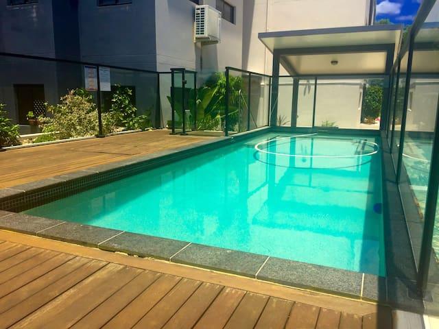 Charming modern style ground floor - East Brisbane - Apartment