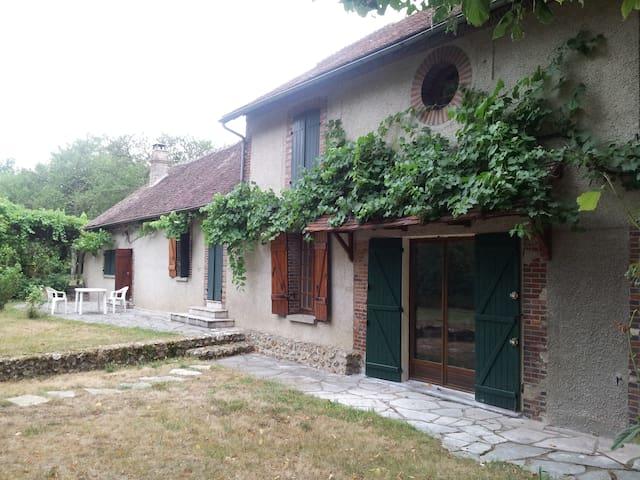 charme et tranquillité - Villeneuve-sur-Yonne - Hus
