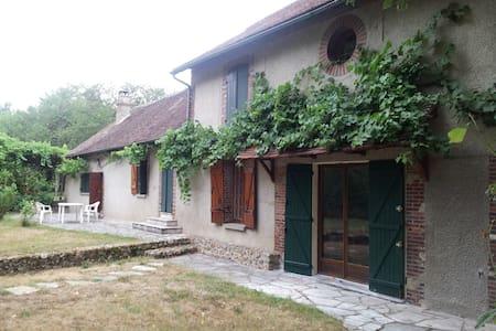 charme et tranquillité - Villeneuve-sur-Yonne - Casa
