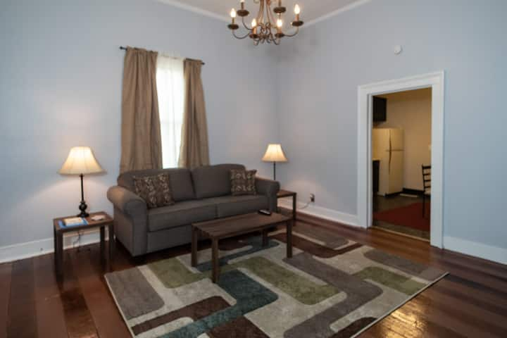 ⭐️2 for 1! Both sides Historic Downtown Duplex!⭐️