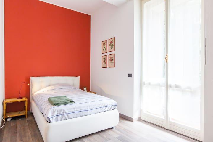 SINGOLA CON BAGNO  OSPEDALE IEO - Milán - Bed & Breakfast