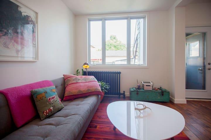 Sunny, modern, cozy in trendy Bloordale!