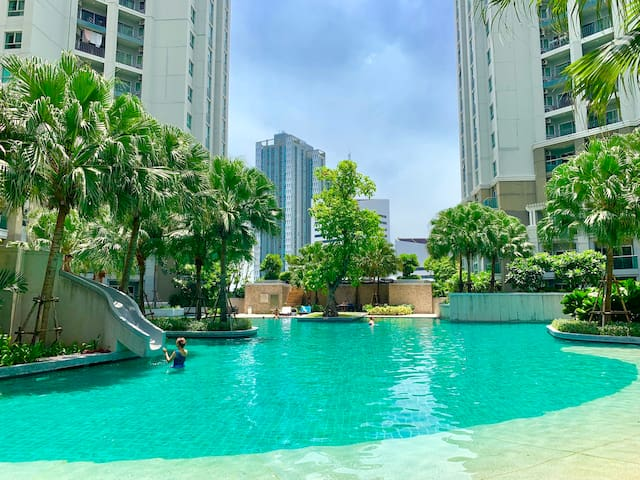 Scenic High FL 2BR Belle Condo @ MRT Praram9