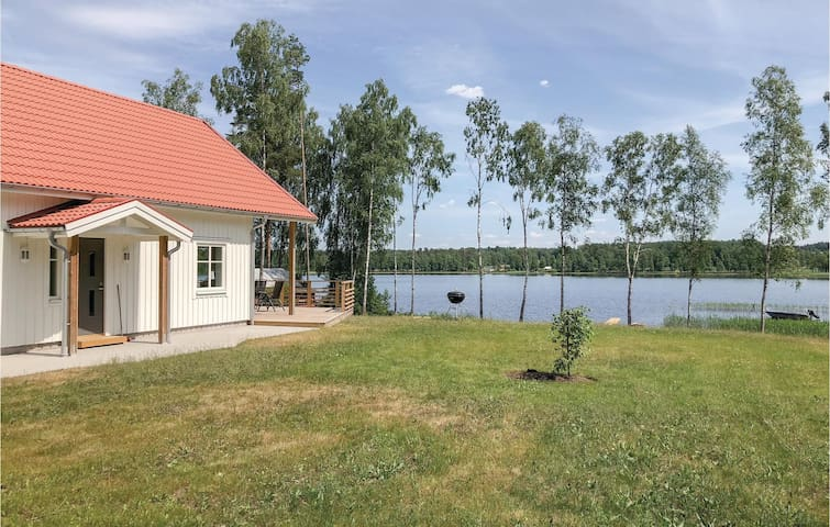 Holiday cottage with 4 bedrooms on 105m² in Skillingaryd