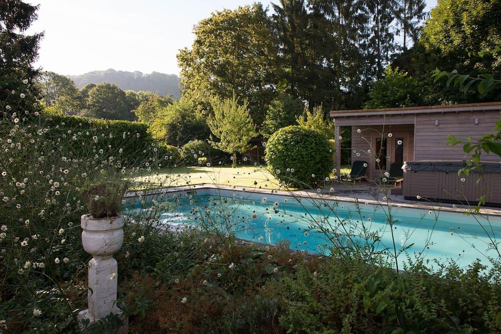 Chambres d 39 h tes les valcaprimontoises mauve guest for Chaudfontaine piscine