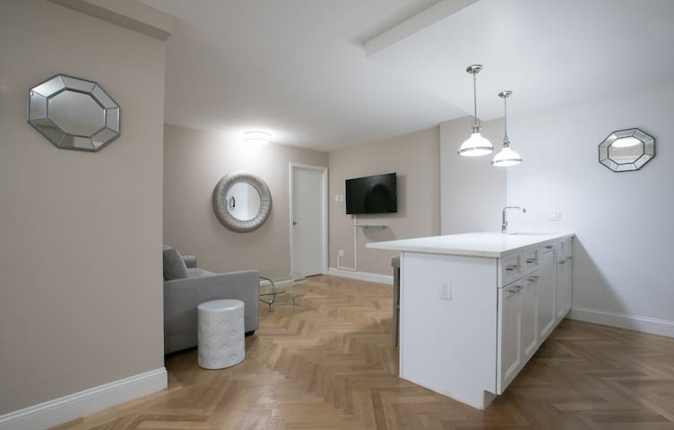 Full Service  Pool 1 bed Huge Terrace washer dryer