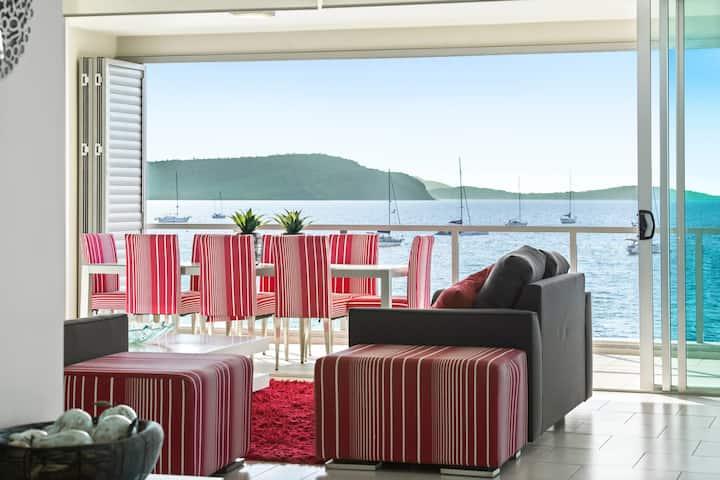 Luxury 2 Bedroom - Superior Waterfront Apartment