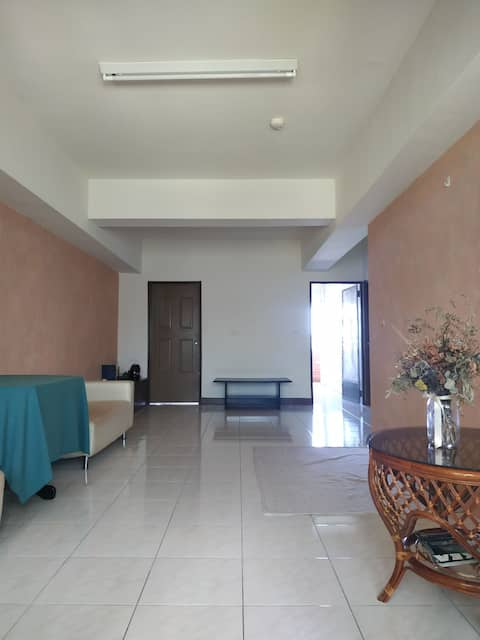 家庭式公寓——可自己料理三餐,客廳很寬敞舒適