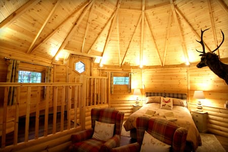 Unique Lodge in Parkland Setting - North Yorkshire - กระท่อม