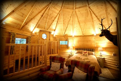 Cosy Cabin on 20 Acre Private Estate - Deer Lodge