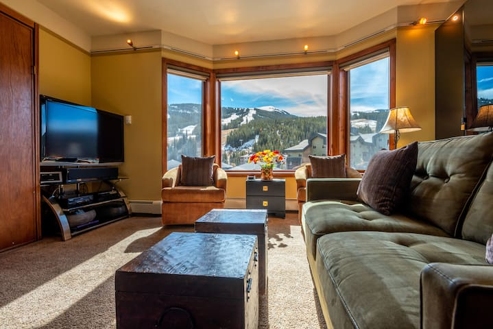 Amazing Views, free wifi, free parking. Telemark Lodge studio with style that