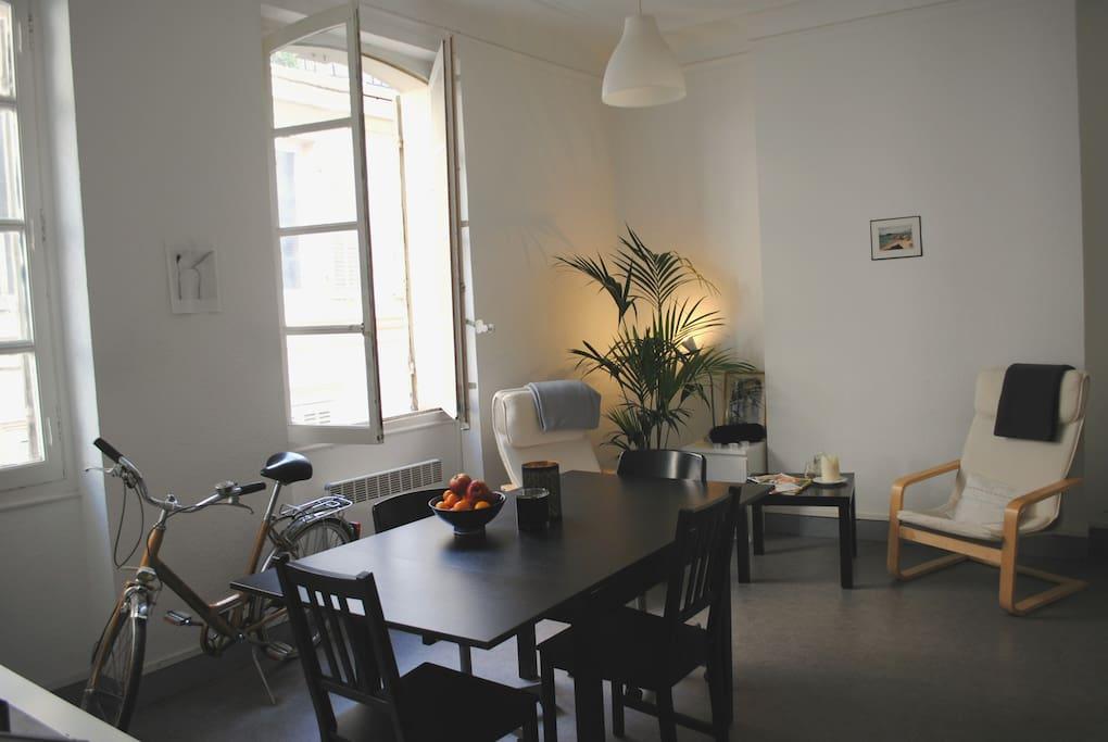 Appartement typique marseillais 50m centre ville flats for Appartement design friche gare st charles vieux port