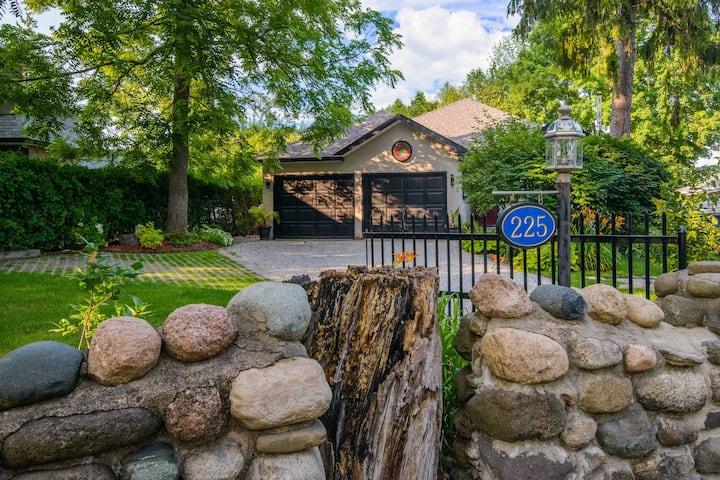 Naparima Cottage - Bronte Village, Oakville