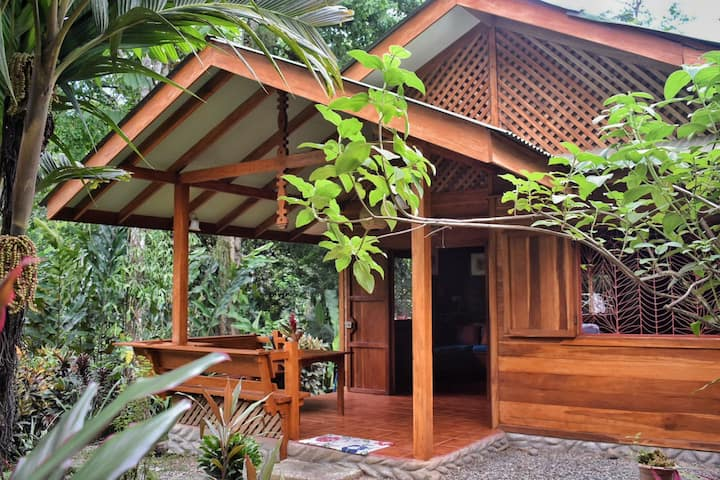 fully equipped home in wonderful rainforest garden