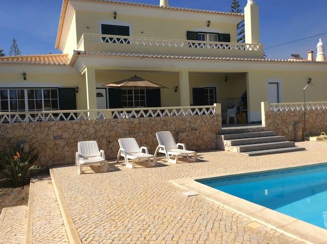 Jolie villa avec piscine proche mer - Luz