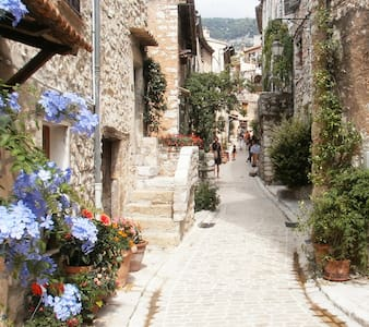 Charming townhouse in medival village near Nice - Tourrettes-sur-Loup
