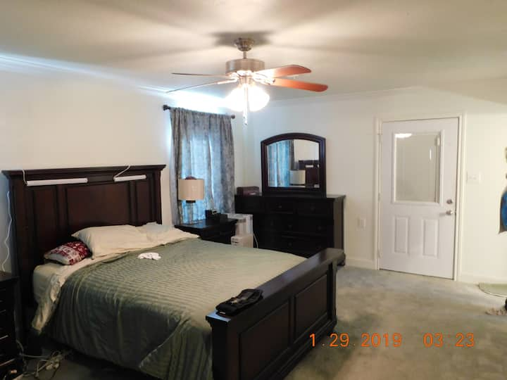 Quiet country home with large master bedrrom- $700