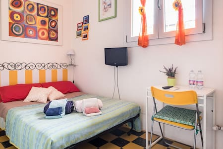 Tiny & Cozy studio in downtown- Via Indipendenza!