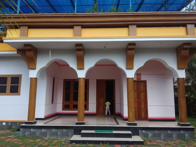 Varkala AC Home with Food and Transportation.