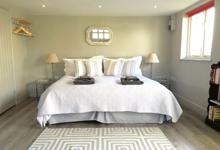 Studio by the Sea -  Lymington - Bed & Breakfast