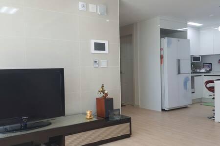 깨끗하고 쾌적한 휴식. 주거공간 - 군산 - Apartment