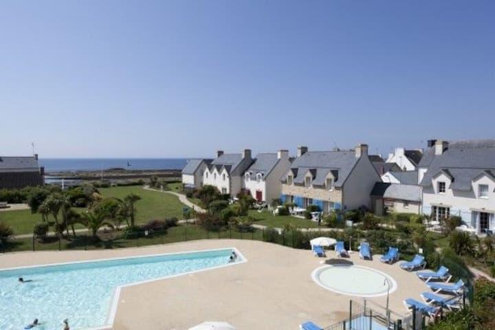 Le Guilvinec, face à la mer avec piscine chauffée.
